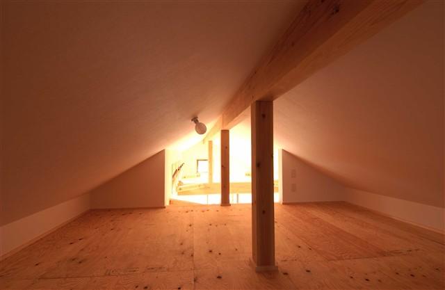 光が差し込む明るい家
