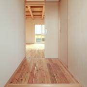 高台に建つ三世代同居の家