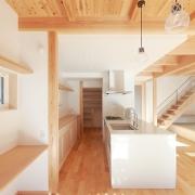 坂の上の光あふれる家